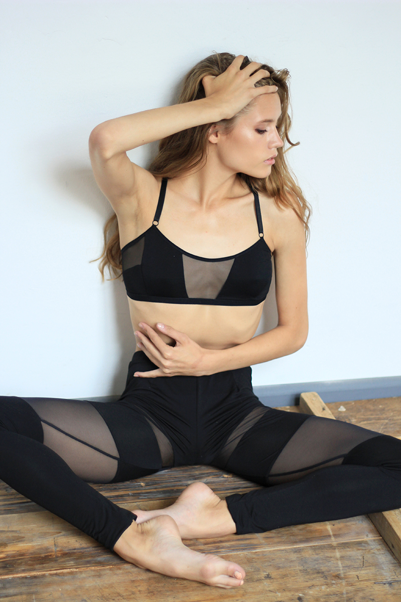 Organic Jersey Leggings with Black Mesh Layers